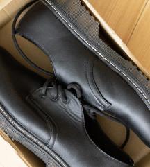Fűzős alkalmi cipő