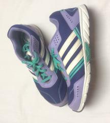 Adidas cipõ 39