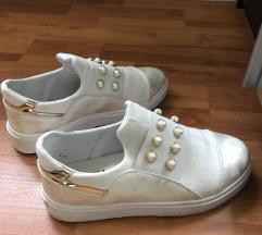 Női fehér cipő