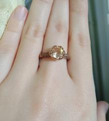 rosegold gyűrű pezsgő színű kővel