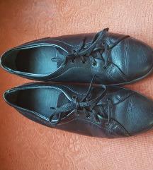 Fekete bőrcipő