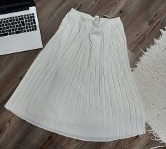 Fehér plisszírozott szoknya