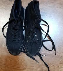 Fekete tornacipő