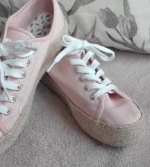 Púderrózsaszín cipő