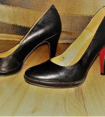 Magassarkú fekete cipő 39