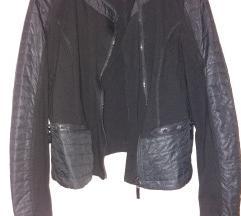 Rövid fekete kabát