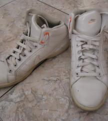 fehér nike sportcipő