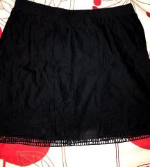 Fekete hímzett aljú szoknya S
