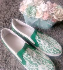 Zöld-fehér csipkés Új cipő 40-es