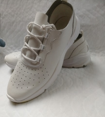 Reserved sneaker 39