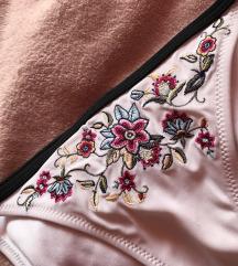 Virág mintás, fehér bikini alsó