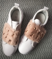 szőrmés belebújós cipő