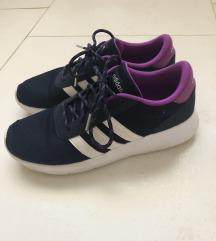 Sötétkék Adidas sportcipő