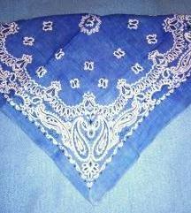 Kék mintás kendő