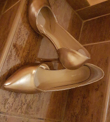 Gyönyörű aranycipő