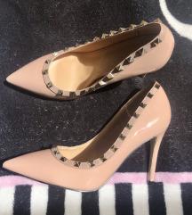 Valentino ihlette cipő