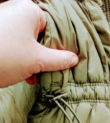 Zara hosszított, karcsúsított khaki pufi kabát S