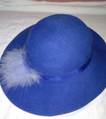 kék, strucctollas női angol gyapjú kalap