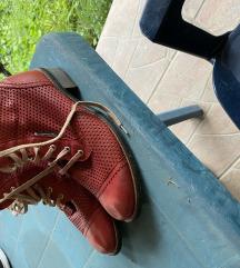 Eladó piros cipő