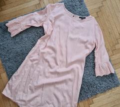 Púderrózsaszín ruha csipkerésszel
