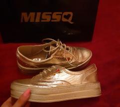 Új Missq platformos arany cipő