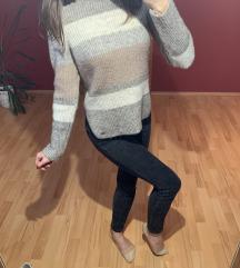 Meleg hosszított oldalt felsliccelt pulcsi