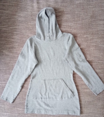 Kapucnis hosszított pulóver