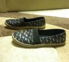 NR cipő