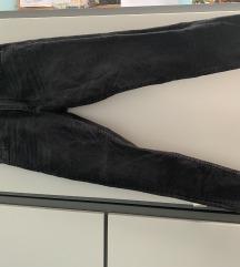 Koptatott fekete farmer nadrág