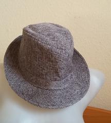 Szürke kalap