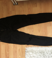 Magas derekú fekete szaggatott nadrág