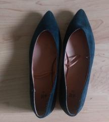 36-os új cipő