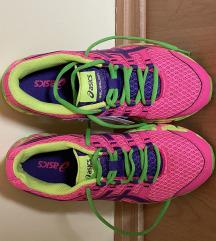 Eladó futó cipő