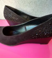 Fekete köves éktalpú cipő