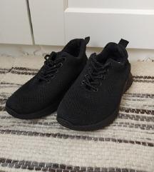 Fekete edzőcipő