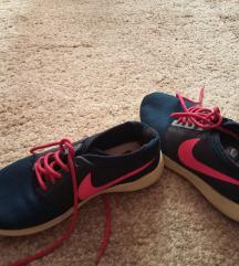 Nike sötétkék sportcipő