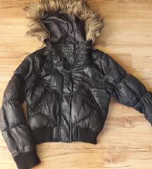 Fekete kapucnis dzseki