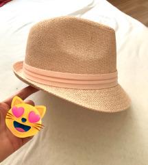 Rózsaszín kalap