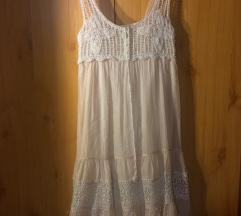 Könnyű nyári ruha horgolással és csipkével