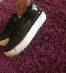 39-es cipő