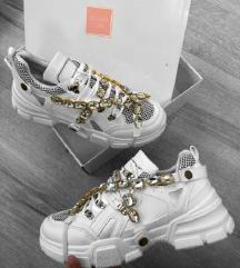Vadiúj cipő eladó