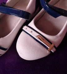 Fehér-kék lányka cipellő