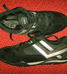 Velúr sportcipő