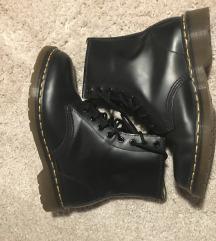 Fekete 38-as Martens bakancs eladó