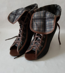 39-es, nyitott orrú Magassarkú Bokacsizma, cipő