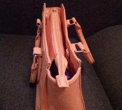 Közepes méretű púderrózsaszín színű női táska