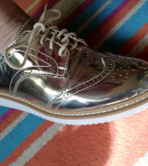 Arany színű Dandy stílusú cipő
