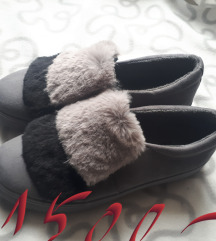 Szürke szőrmés cipő