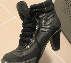 3 pár cipő,38 -as