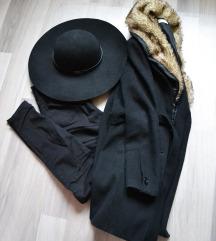 Fekete kabát, szőrme gallérral (HIBÁS)